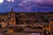 Su italiaatavola.net: Palazzolo Acreide, a spasso fra i vicoli alla scoperta dei sapori siciliani.